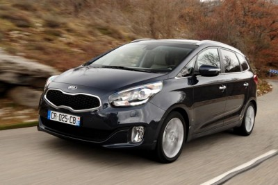 kia-carens-1-front-tracking_1.jpg